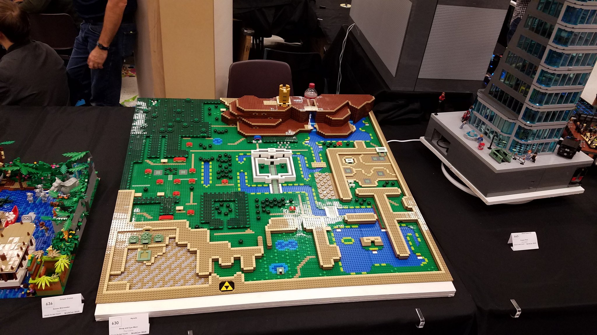 This Zelda: Link to the Past map made of LEGO just makes me want to play it again screenshot